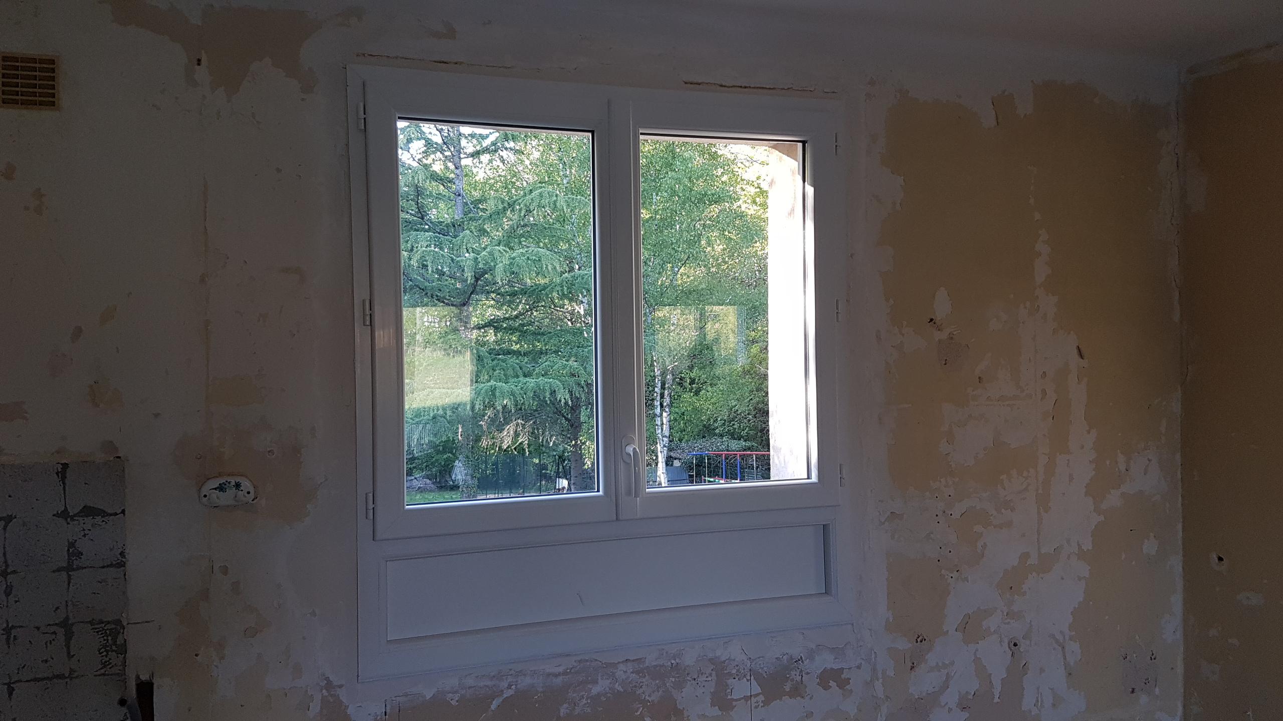 fenêtre 2 vantaux et soubassement plein